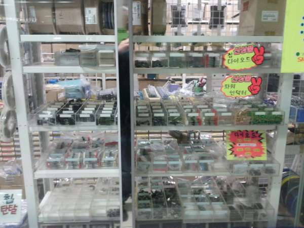 Global Geek Tour: Yongsan electronic component stores « Dangerous